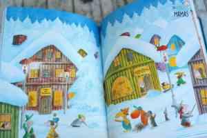 Der kleine Drache Kokosnuss besucht den Weihnachtsmann - Blick ins Buch