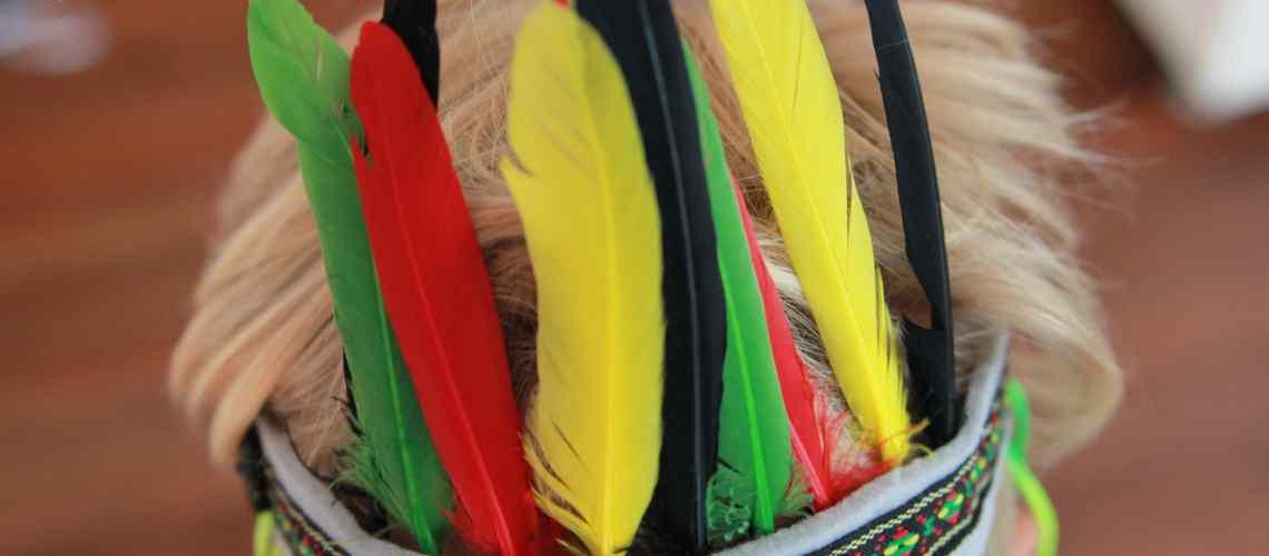 Einfacher Indianerschmuck für kleine Indianer