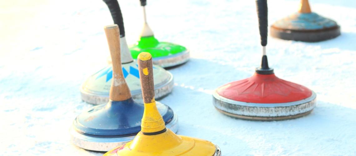 Eisstockschießen mit Kindern - eine tolle Winteraktivität