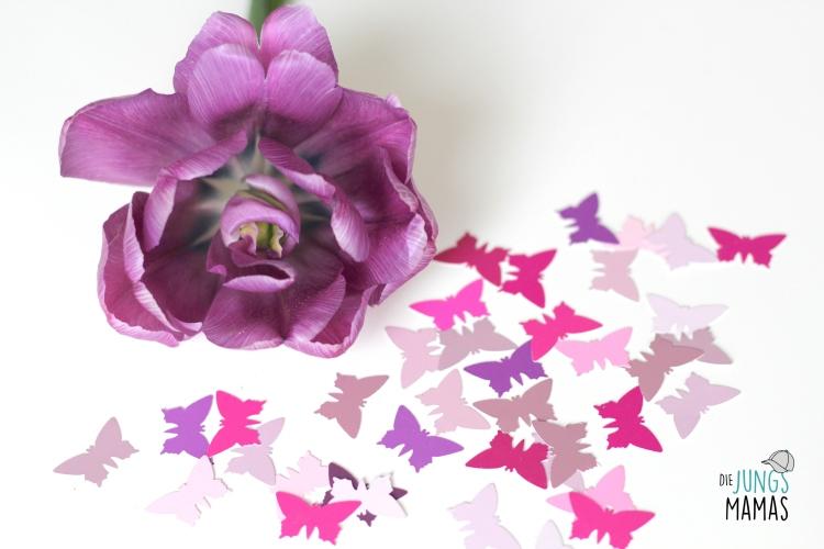 Schmetterlinge ausstanzen für ein Muttertags-Geschenk_Die JungsMamas