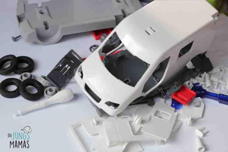 Das Revell Junior Kits Set wird mit vielen Einzelteilen und Schrauben geliefert_Die JungsMamas