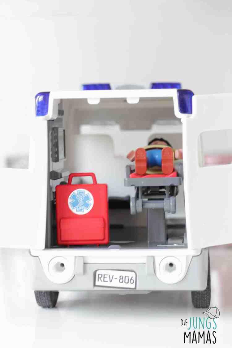 Blick in den Krankenwagen von Revell_Die JungsMamas