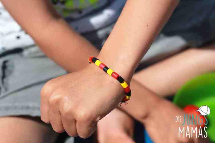 Einfaches Fan-Armband aus Bügelperlen_Die JungsMamas