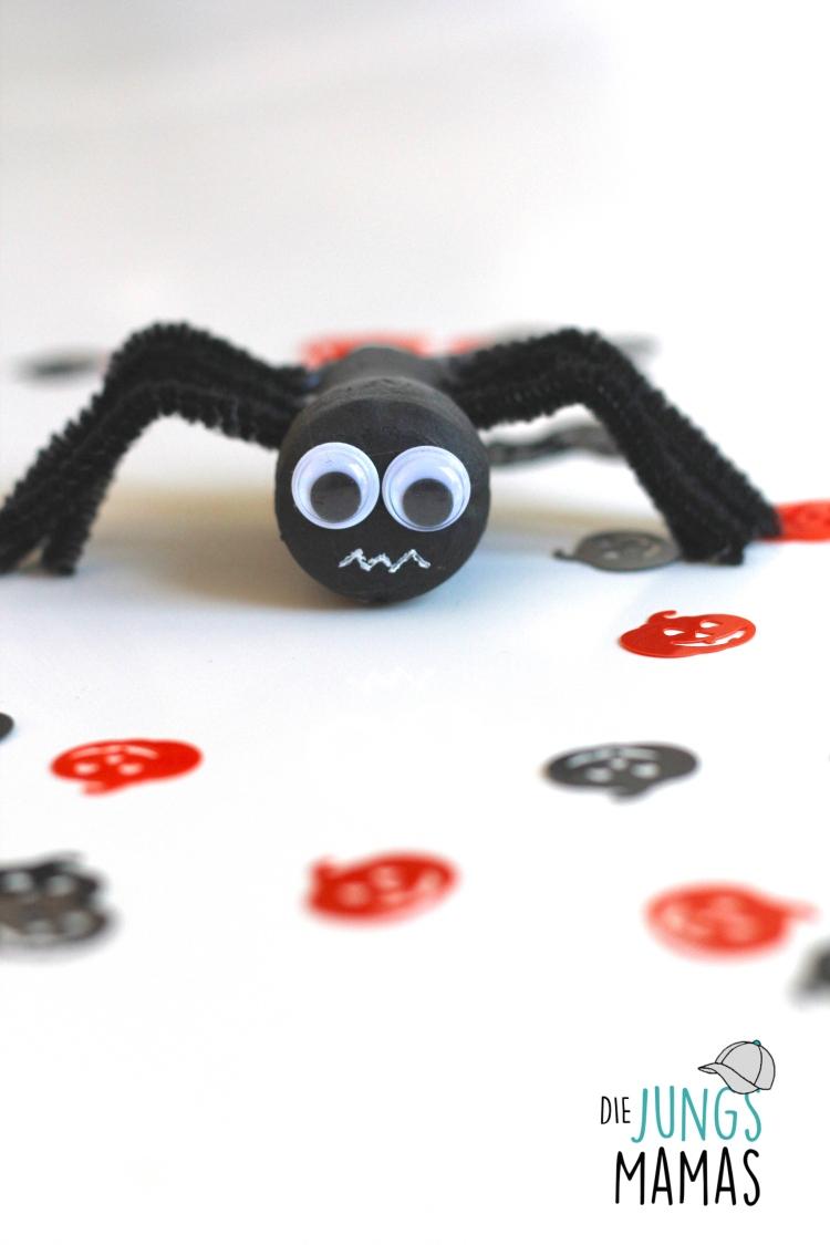 Gruselige Spinne aus Sektkorken basteln für Halloween _ Die JungsMamas