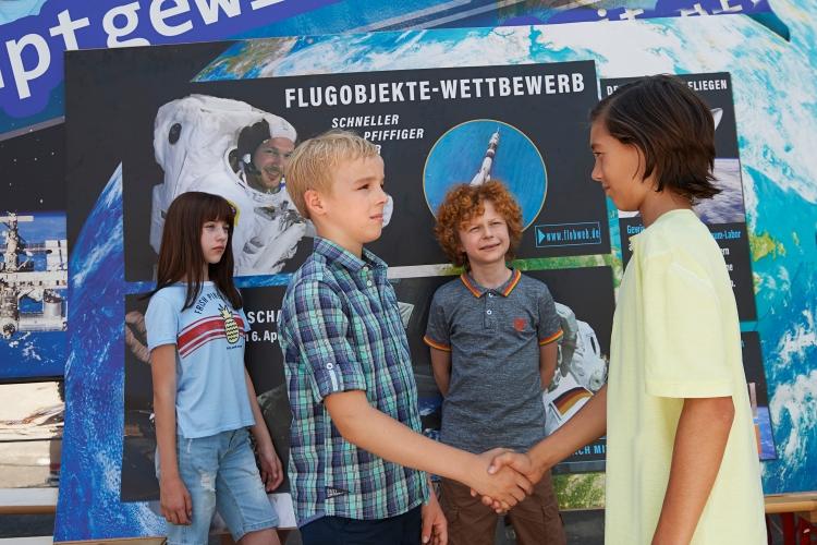 Alfons Zitterbacke will zum Flugobjekte Wettbewerb - Bildquelle: XVerleih
